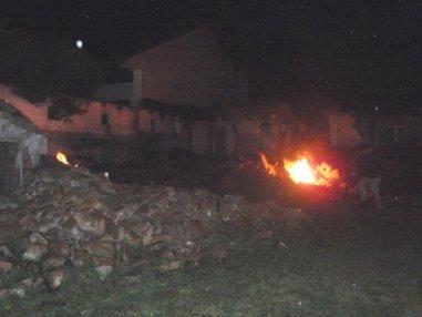 Kleinbrände im Geröllhaufen ....