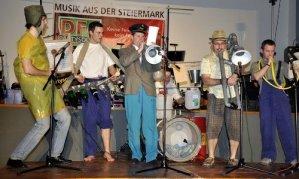 Aktion mit der SCHROTT-Band
